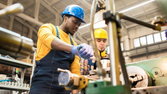 Indústria inicia 2021 em ritmo mais lento, diz IBGE