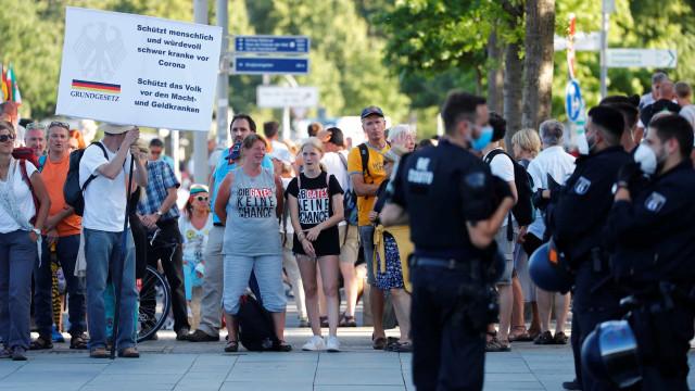 Novos casos diários na Alemanha ultrapassam mil pela 1ª vez em 3 meses