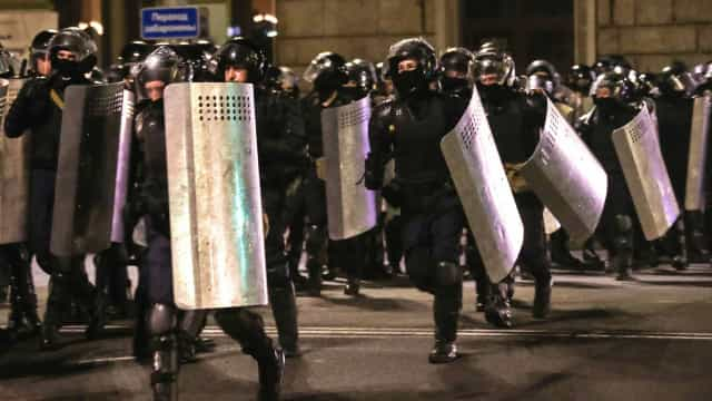 Belarus vive conflitos de rua após anúncio da vitória de seu autocrata