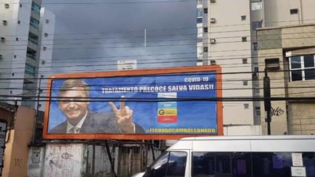 Outdoor com Bolsonaro como garoto-propaganda da cloroquina é retirado