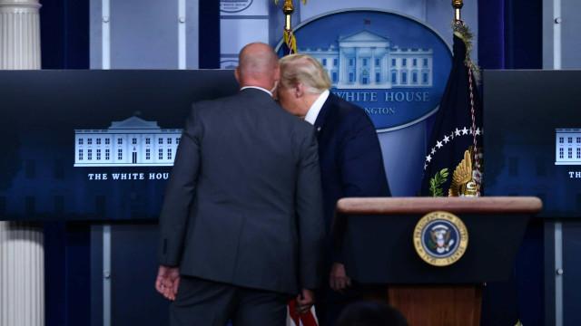 Trump retirado de coletiva de imprensa após tiroteio na Casa Branca