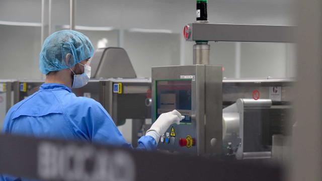 BioNTech compra laboratório da Novartis para elevar produção de vacina