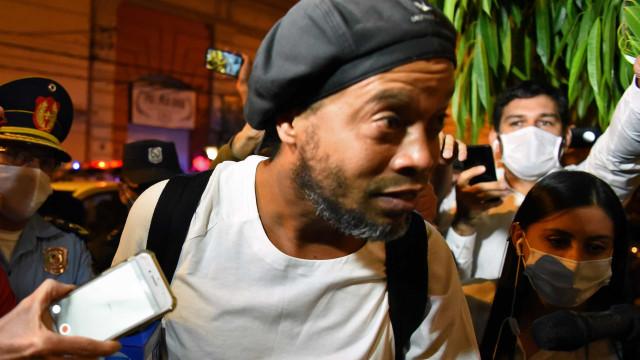 Ronaldinho e irmão podem deixar a prisão no Paraguai no próximo dia 24