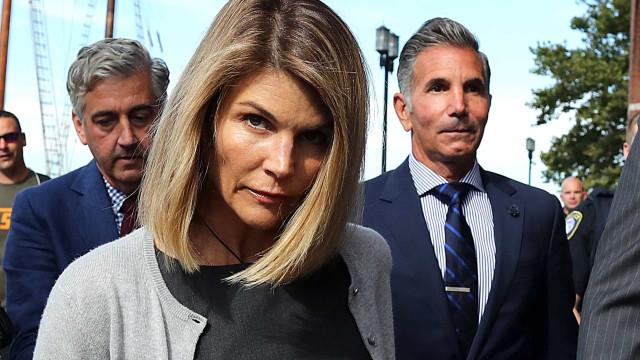 Lori Loughlin, de 'Full House', acusada de fraude, compra mansão