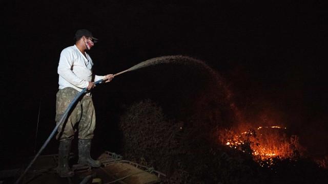 Incêndio no Pantanal avança e está próximo de maior hotel da região