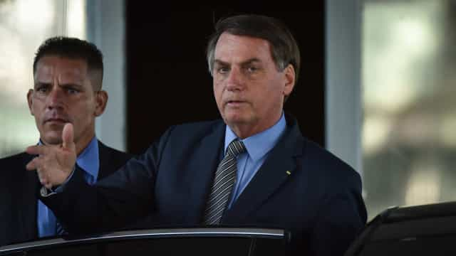 Grupo protesta contra ações do governo Bolsonaro na sede do Incra