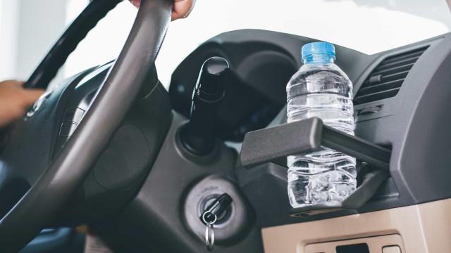 Cinco coisas que nunca deve deixar no carro