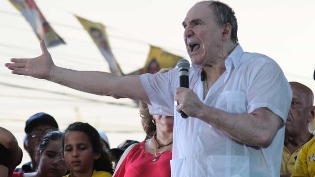 Ex-presidente do Equador é preso em investigação de corrupção