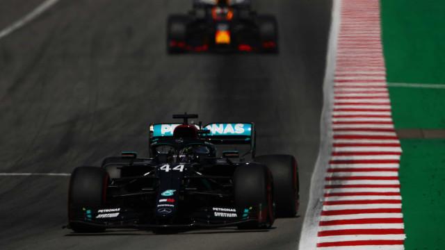 Hamilton lidera terceiro treino livre na Bélgica; Vettel dá vexame e é o último