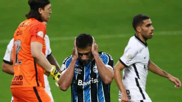 Após pênalti perdido, Diego Souza tem só 1 gol em 15 jogos contra Cássio