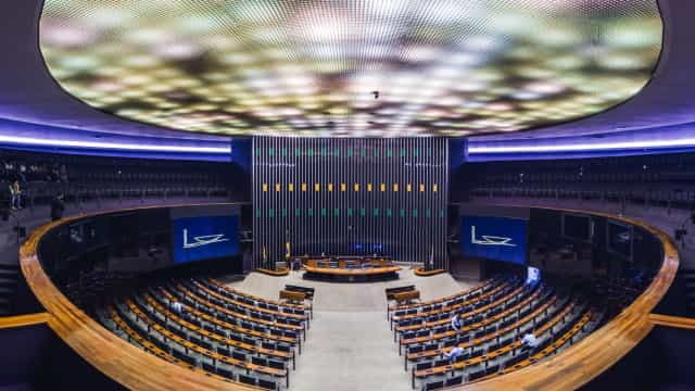 Governo prevê privatizar oito empresas em 2021, como Correios e Eletrobras