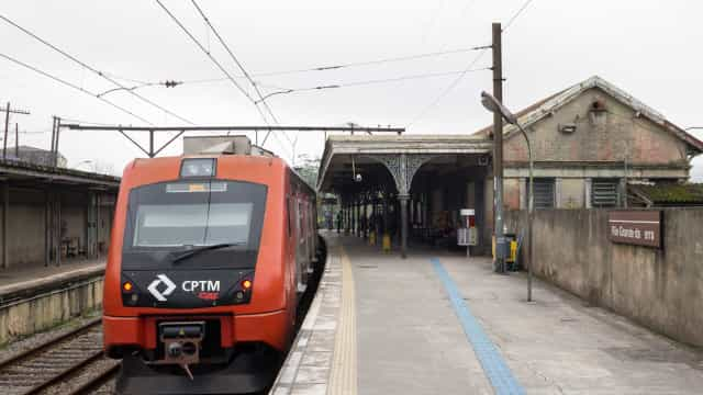 Quatro são esfaqueados em trem após discussão entre passageiros em SP