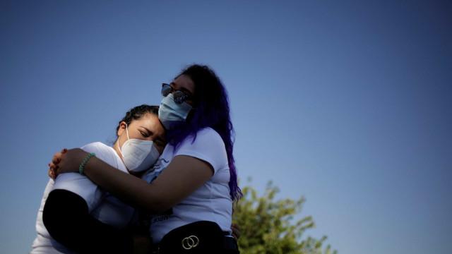 Saúde: País registra 863 mortes por covid-19 em 24h, total chega a 142.921