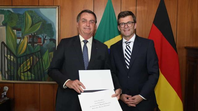 Após encontro com embaixador Bolsonaro faz gesto por acordo Mercosul-UE