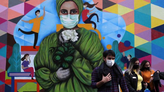 Brasil registra 562 mortes pela Covid-19 e mais de 22 mil casos, mostra consórcio de imprensa