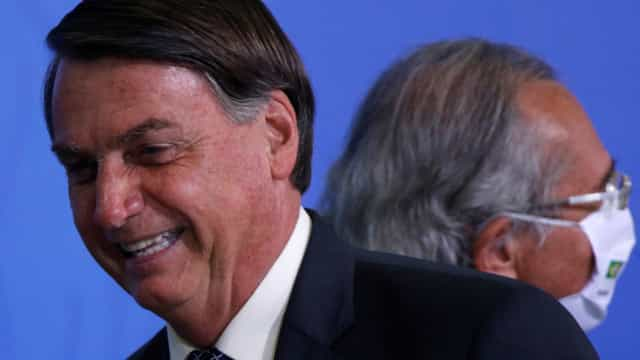Carga tributária é 'enorme e escorchante' e Guedes busca solução, diz Bolsonaro