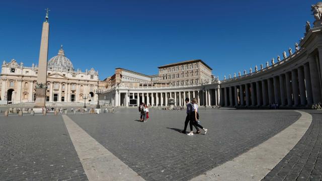 Vaticano critica lei da eutanásia e diz que ato é crime contra a vida
