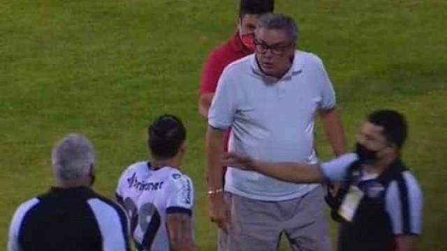 Presidente do Vitória é suspenso pelo STJD após invasão de campo e ameaças