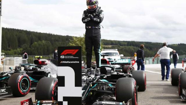 Com homenagem ao 'Pantera Negra', Hamilton bate recorde e garante pole na Bélgica