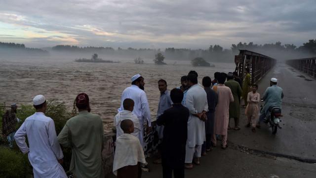 Inundações repentinas provocam 48 mortes no noroeste do Paquistão