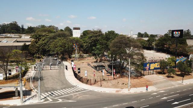 Outlet perto do aeroporto de Guarulhos abre com 90 lojas, minifazenda e espaço de lazer