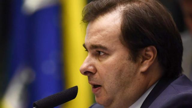Bolsonaro não teve coragem de barrar vacina chinesa, diz Maia