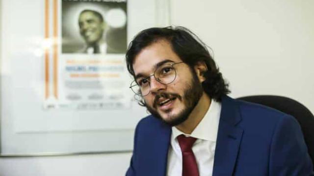 Namorado de Fátima Bernardes, Túlio Gadêlha desiste da Prefeitura de Recife