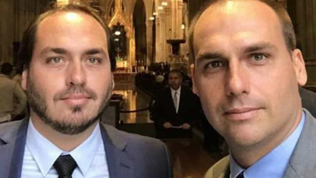 PF intima Carlos e Eduardo Bolsonaro a prestar depoimento