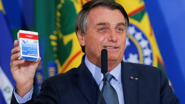 Em posse de Pazuello, Bolsonaro faz defesa de suas decisões na pandemia