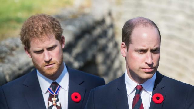 """William e Harry não se falam: """"As coisas continuam muito mal entre eles"""""""
