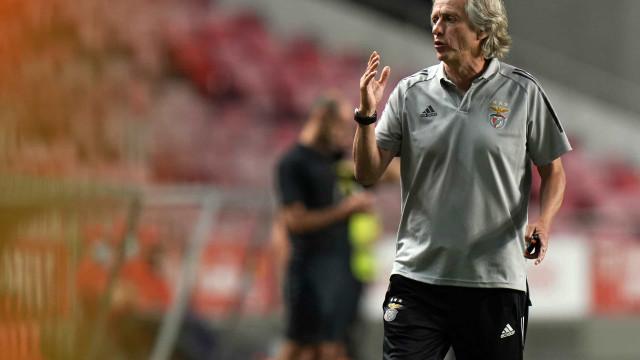 """Jorge Jesus é arrasado: """"Trocar o Flamengo pelo Benfica é de doido"""""""