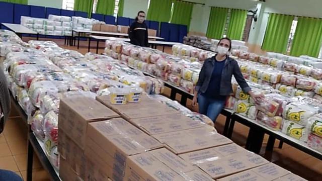 Cidadania doa alimentos para passistas de escolas de samba no Rio