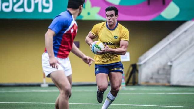 Jogadores da seleção de rugby apoiam projeto social do Recife