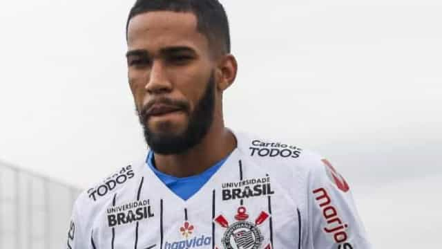 Everaldo vai de encostado a favorito para formar dupla com Jô no Corinthians