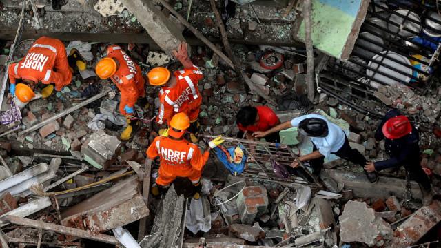 Pelo menos oito mortos em desabamento de prédio na Índia