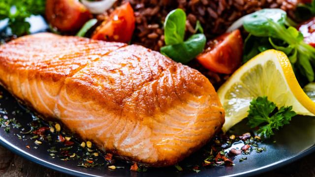 O truque de chef para cozinhar salmão na perfeição