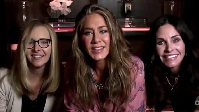 Lisa Kudrow recebe mensagens carinhosas das amigas de 'Friends'