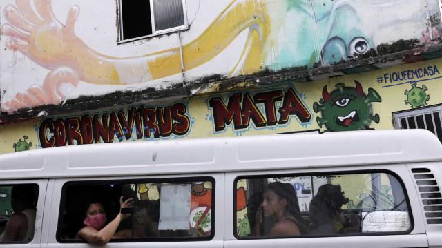 Brasil acumula 4,55 milhões de casos e 137,2 mil mortes por covid-19