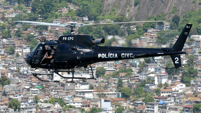 Polícia cumpre mandados de prisão contra suspeitos de tráfico no RJ