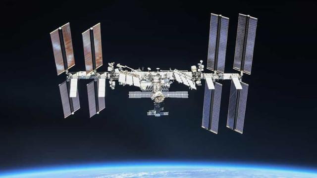 """NASA adia passeio espacial; astronauta tem """"pequeno problema de saúde"""""""