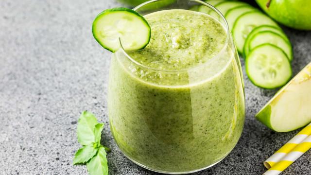 O suco detox de maçã e pepino que emagrece e dá energia