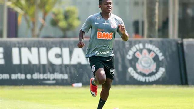 Corinthians anuncia a contratação de Cazares e novo reforço assume a camisa 10