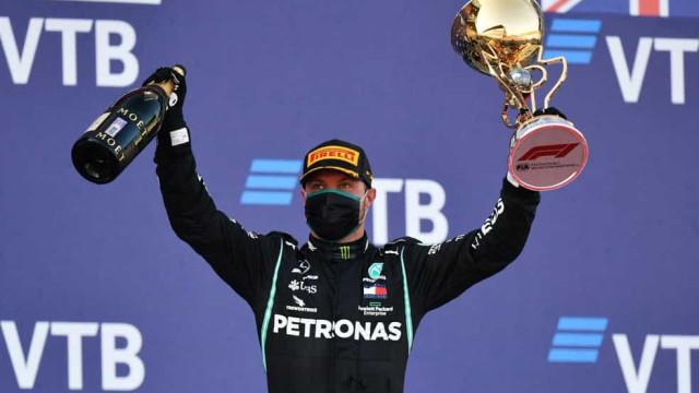 Hamilton é punido, tem recorde de vitórias adiado e Bottas vence na Rússia
