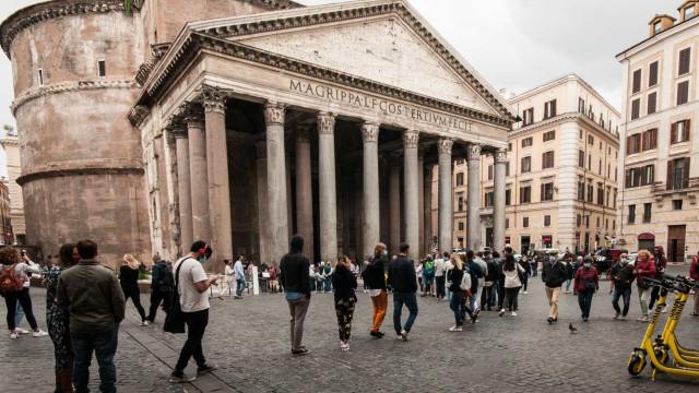 Casos na Itália baixam para 1.494, após redução de testes realizados