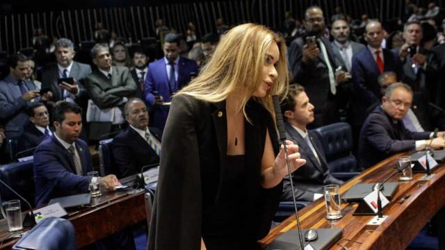 Parlamentares culpam covid-19 por problemas