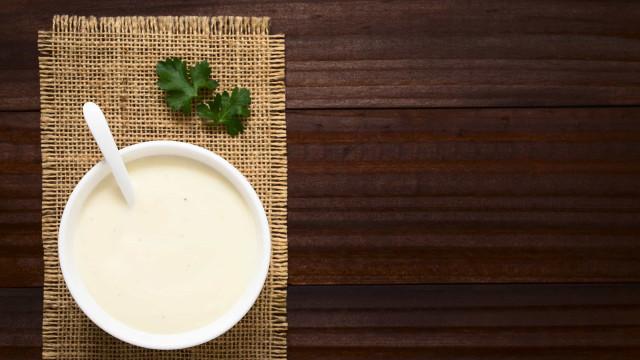 Tempere os seus pratos com este molho bechamel saudável