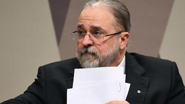 Aras nega investigar Bolsonaro por cheques de Queiroz a Michelle