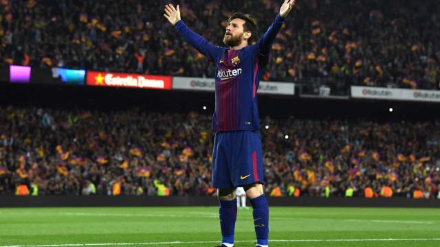 Homenagem de Messi a Maradona no fim de semana deve causar multa ao Barcelona