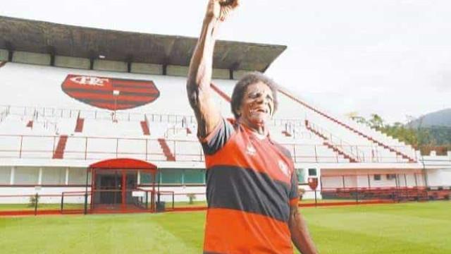 Ídolo do futebol brasileiro, 'Batuta' morre aos 80 anos de Covid-19
