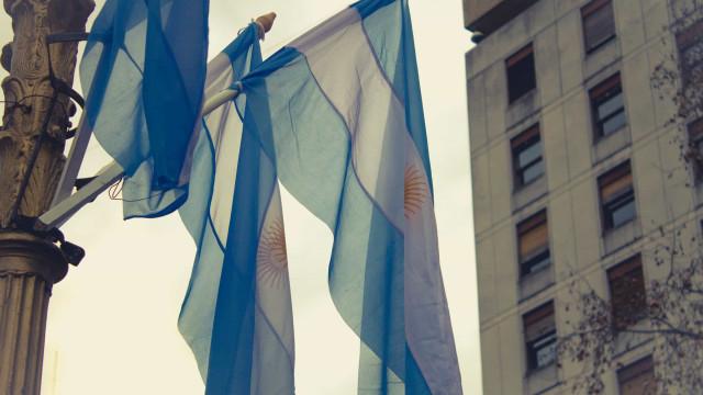 Pobreza na Argentina sobe e passa a atingir 18,5 milhões de pessoas